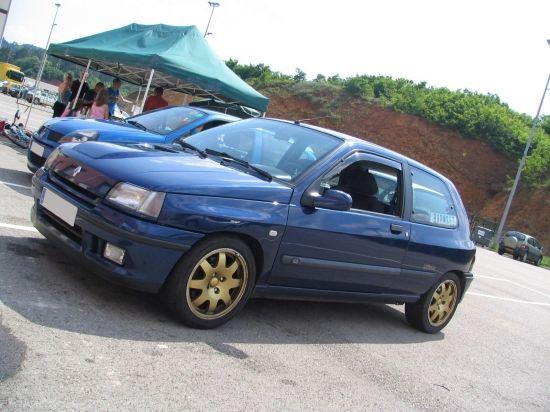 Deux génération de Clio...