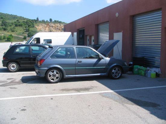 Préparation de la Fiesta RS Turbo avant la piste